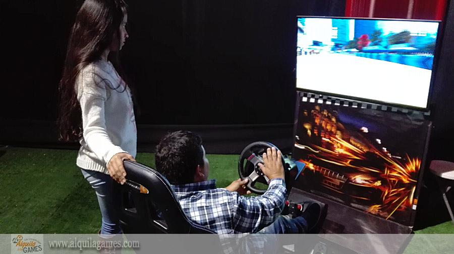 Simulador de Autos PRO en el Toyotathon de Plaza Norte