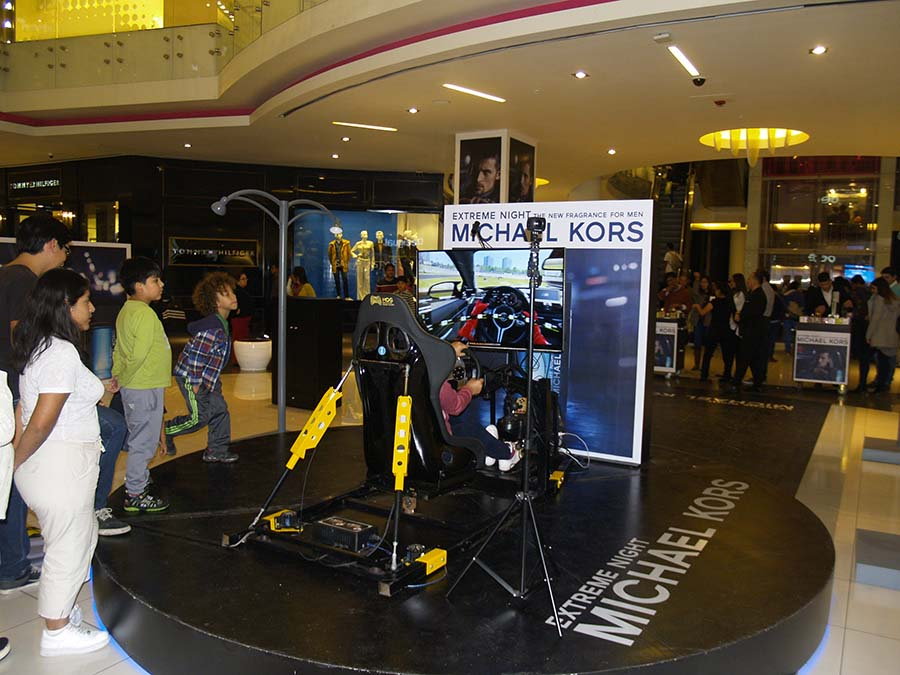Simulador de Autos PRO 4D con movimiento real y realidad virtual - Michael Kors - Real Plaza Salaverry